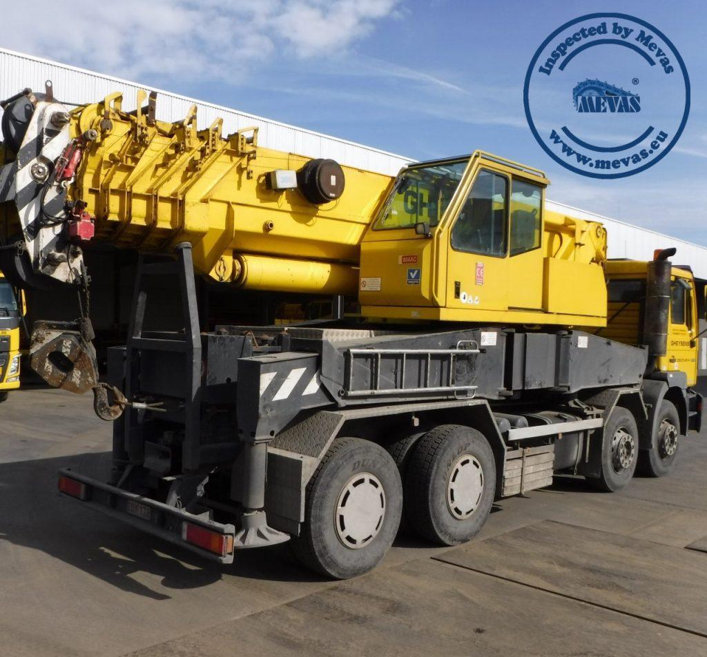 Truck mounted crane